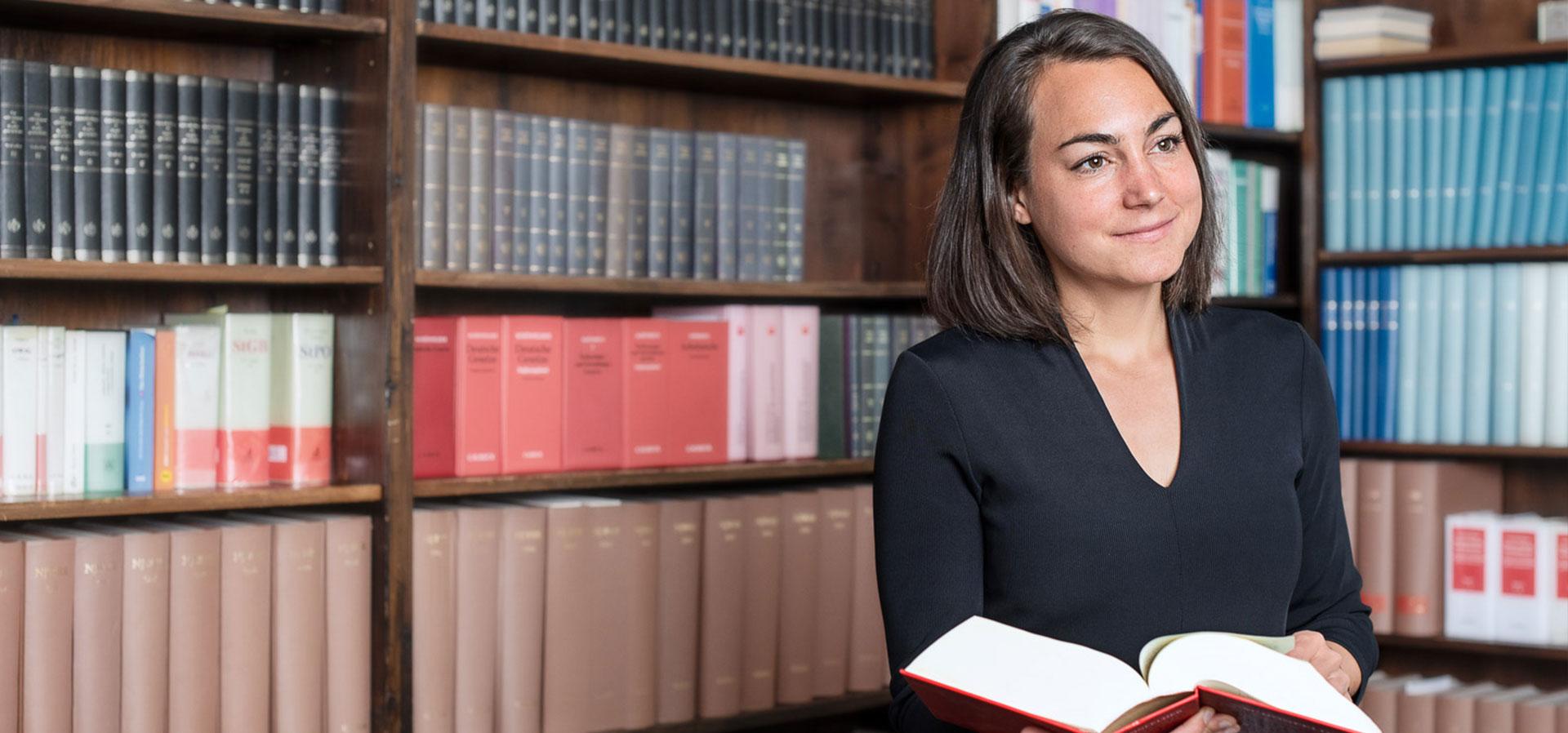 Rechtsanwaeltin Nicola Hoesl